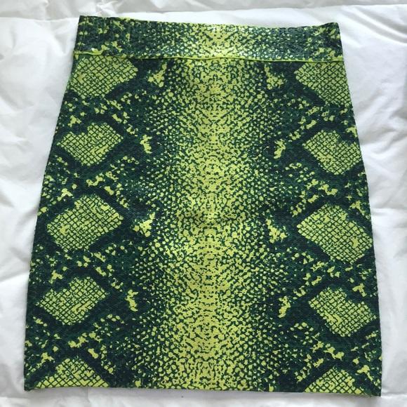 BCBGMaxAzria Dresses & Skirts - BCBG Max Azria Snake Skin Print Mini Skirt